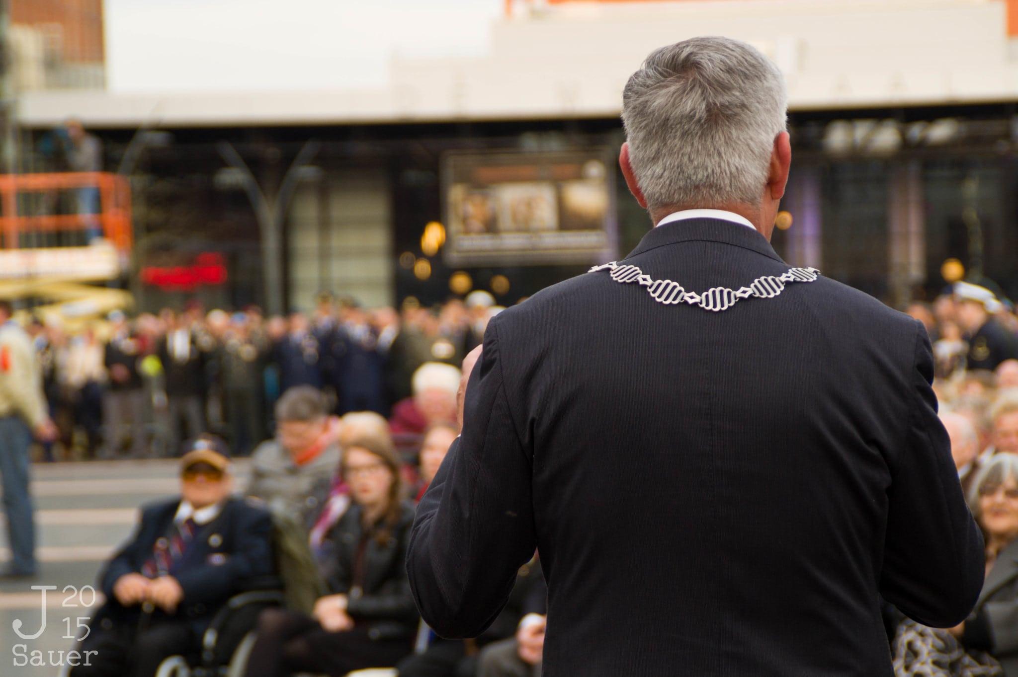 burgemeester dodenherdenking Dronten 2015